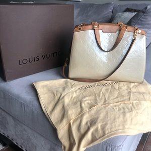 Louis Vuitton MM Brea Monogram Vernis Leather Bag